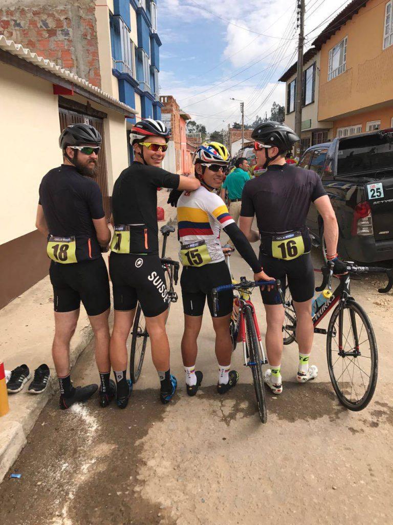 Au départ du Circuito Ciclistico «Angel Miguel Sanabria» dans la région de Boyaca à 2600m d'altitude